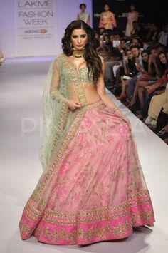Nargis Fakhri becomes the show-stopper at LFW | PINKVILLA