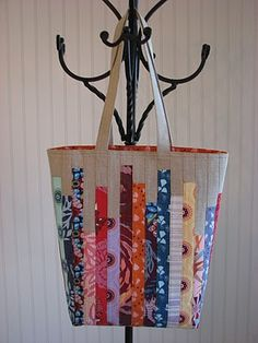 Roomy market tote with pretty strips pieced into the outside. Gorgeous, and there's a tutorial!
