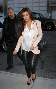 This is how you wear leather leggings or leather pants