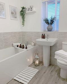 Small Bathroom With Tub, Ideal Bathrooms, Bathroom Design Small, Simple Bathroom, Beautiful Bathrooms, Bathroom Interior Design, Bathroom Ideas, Brass Bathroom, Bathroom Inspo