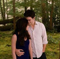 Twilight Film, Twilight Bella And Edward, Twilight Saga Series, Twilight Breaking Dawn, Breaking Dawn Part 2, Edward Bella, Twilight Pictures, Edward Cullen, Bella Swan