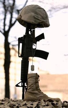 Fallen Soldier Cross (needs absolutely no words) Military Love, Army Love, Military Art, Military Cross, Military Guns, Pak Army Soldiers, Fallen Soldiers, Soldiers Creed, Us Army Soldier