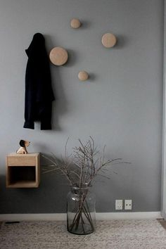 The Dots by Norwegian designer Lars Tornøe for Muuto bring a neutral and simple look to the unique form of a coat hook and complement any room in the home, from hallway to bedroom. #muuto #newperspectives #scandinaviandesign #interiordesign #homedecor #oak
