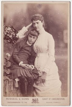 The  countess of Dudley and daughter. England, 1880s