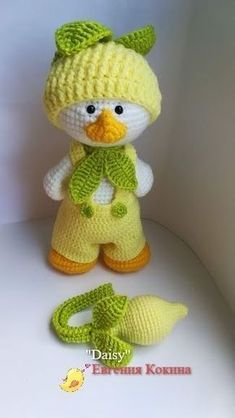 Crochet Dolls Patterns Amigurumi Daisy Duck - FREE amigurumi patterns and tutorials to make the cutest crochet toys. This crochet style is very easy and fun, and your kids will love you for it. Crochet Birds, Cute Crochet, Crochet For Kids, Crochet Crafts, Crochet Baby, Crochet Projects, Knit Crochet, Crochet Style, Crochet Doll Pattern