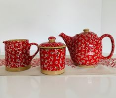 The Lawn Red Pattern is a striking design, created out of layered flowers interspersed with dainty green dots perfect for all of your kitchen pottery.