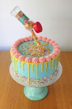 DIY easy gravity cake – no special kit needed! DIY easy gravity cake – no special kit needed! Gravity Defying Cake, Anti Gravity Cakes, Diy Cake, Cake Decorating Tips, Love Cake, Savoury Cake, Creative Cakes, Celebration Cakes, Yummy Cakes