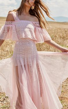 Get inspired and discover Costarellos trunkshow! Shop the latest Costarellos collection at Moda Operandi. Couture Dresses, Fashion Dresses, Fancy Gowns, Fade Styles, Boho Girl, Pretty Dresses, Runway Fashion, Women's Fashion, Marie