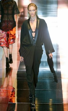 e7822dafa4af2 8 Best Tom Ford Gucci. images   Couture, High fashion, Vintage fashion