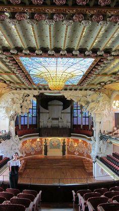 Interior del Palau de la Música Catalana http://www.viajarabarcelona.org/lugares-para-visitar-en-barcelona/palau-de-la-musica-catalana-de-barcelona/ #Modernismo #Barcelona #Catalunya