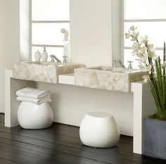 Die hochwertigen Kunststein Waschtische überzeugen durch ihre Oberfläche, ihre angenehm warme Haptik und nicht zuletzt ihre stilvolle Optik.  http://www.caesarstone-deutschland.com/kunststein-produkte-kunststein
