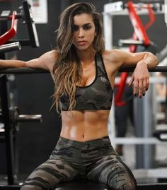 You want to wear workout clothes outside of the gym, but you don't want to look like a bum. So you need affordable,sporty and also comfy workout outfits to wear in and out of the gym. The best work… Workout Outfits For Women, Cute Workout Outfits, Sport Outfits, Photos Fitness, Fitness Models, Fitness Motivation Pictures, Workout Motivation, Health Motivation, Fitness Workouts