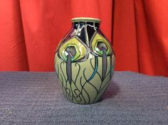 Moorcroft Peacock Parade Vase 3/5A really nice example of Moorcroft Pottery.It comes in the Peacock Parade pattern and is in excellent order.No flaws whatsoever.A really nice addition to a collection.