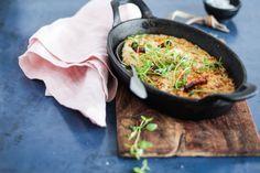 Bagt blomkålsmos med bacon, urter og ost. Bedste opskrift på blomkålsmos Bacon, Ost, Lchf, A Food, Cauliflower, Recipies, Kitchen, Danish, Drink