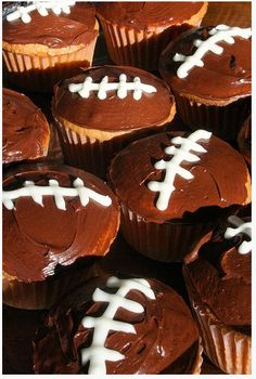 football cupcakes: great for Super Bowl party!