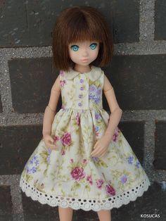 Dress for Azone and Ruruko dolls.