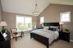 Naturally Traditional Bedroom Design Interior Used Soft Beige Painting Ideas for Bedrooms Decorated with Dark Wooden Furniture…