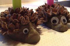 Lege med dekorationsler i november/december/januar Fun Crafts For Kids, Diy For Kids, Diy And Crafts, Arts And Crafts, Autumn Crafts, Nature Crafts, Hedgehog Craft, Childrens Christmas, Fall Diy