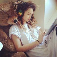 ella eyre hair - Google Search Ella Eyre, Tori Kelly, Watford, She Song, Just Amazing, Woman Crush, My Hair, Curls, Beautiful People