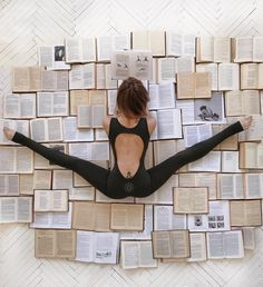 Lets read all the books while we are there ;) . Follow @yogalooksgood for more 💛 . credi