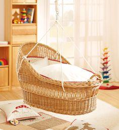 Tissé à la main à partir de pâturages non traités. La suspension rappelle le doux balancement du temps dans l'utérus.  Un beau et robuste berceau!  http://www.waschbaer.de/