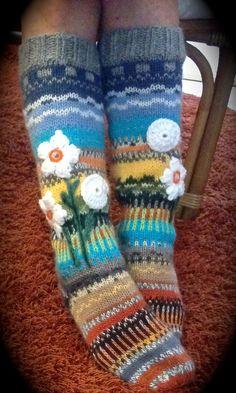 Järven rannalla Wool Socks, Knitting Socks, Hand Knitting, Knitting Patterns, Crochet Patterns, Crochet Boots, Knit Or Crochet, Crochet Clothes, Crochet Leg Warmers