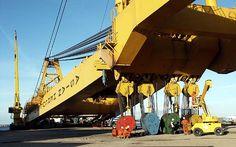 The world's biggest gantry crane.