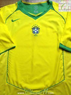 Relive Brazil's 2004/2005 international season with this vintage Nike home football shirt.