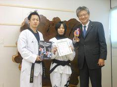 テコンドー選手権で銅メダルを獲得した上野選手が、監督の安くんと一緒に事務所を訪問してくれました。