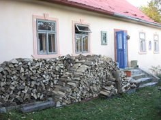 Accommodation in an 300 yeras old house made of stones heated with your own wood stove and big tree garden and still just 10 minutes of realxed wal. Tree Garden, Big Tree, House Made, Great View, Firewood, Stove, Chill, History, Simple