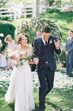 The hands-down cutest couple moments of 2015! Which is your favorite? http://www.stylemepretty.com/2015/12/10/absolute-cutest-couple-moments-of-2015/