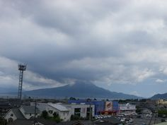 久しぶりに頂上付近まで姿を見せた桜島。  風は南風の様です。 (2012年7月16日 12時47分)
