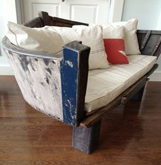 Repurposed Boats - Smart House - Ideas of Smart House - Boat decor? An absolute must! 6 stunning upcycles you've got to see! Boot Dekor, Boat Theme, Deco Marine, Diy Casa, Old Boats, Sail Boats, Nautical Home, Nautical Bedroom, Nautical Design