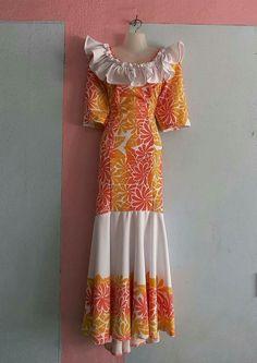 Love the tiare print Island Wear, Island Outfit, Muumuu Dresses, Samoan Dress, Samoan Designs, Island Style Clothing, Different Dress Styles, Hawaiian Fashion, Fairytale Dress