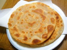 Enjoy a crispy malai paratha in your breakfast or lunch. This is quite easy you need a few ingredients for preparing it. Shireen Anwar Recipes, Indian Bread Recipes, Indian Flat Bread, Indian Breads, Urdu Recipe, Gujarati Recipes, Gujarati Food, Paratha Recipes, Desi Food