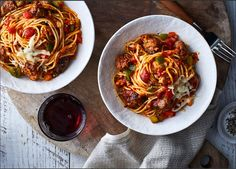 Dinner winner: slow cooker four-cheese spaghetti with italian sausage Slow Cooker Recipes, Crockpot Recipes, Cooking Recipes, Healthy Recipes, Italian Sausage Recipes, Italian Sausages, Cheese Spaghetti, Sausage Spaghetti, Sausage Pasta