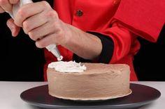 Cómo preparar diferentes cremas para tortas Mini Cakes, Cupcake Cakes, Glaze For Cake, Luxury Cake, Fantasy Cake, Crazy Cakes, Pie Cake, Cake Shop, Cakes And More