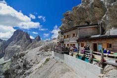 Una splendida escursione al Rifugio Passo Principe risalendo la Valle del Vajolet da Gardeccia, in Val di Fassa, con vista stupenda sul Catinaccio