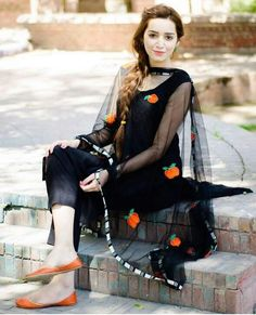 Look classy and stylish in this piece and revel in the comfort of the soft fabric. The ethnic diva in you just can't let this stylish kurti get away. Black Punjabi Suit, Black Salwar Suit, Punjabi Suits, Punjabi Girls, Patiala Suit, Pakistani Dress Design, Pakistani Outfits, Indian Outfits, Ethnic Outfits