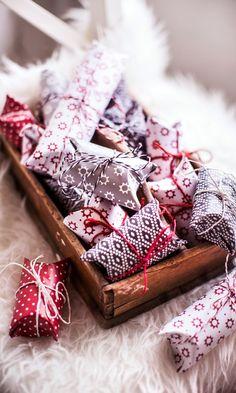 Salmiakkihimmeli | Meillä kotona Gift Packaging, Gift Wrapping, Christmas, Gifts, Gift Wrapping Paper, Xmas, Presents, Gift Wrapper, Wrapping Gifts