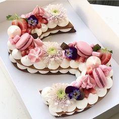 Taartnummers en letters – DE trend voor 2018 The Number & Letter Cakes & … – anniversaire - Torten Pretty Cakes, Beautiful Cakes, Amazing Cakes, Monogram Cookies, Monogram Cake, Cake Cookies, Cupcake Cakes, Cream Cookies, Alphabet Cake