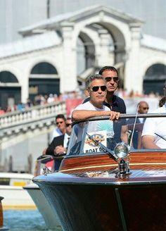 George Clooney on the Rialto Bridge Venezia Veneto Italy 26 PROFESSIONAL PHOTOSHOP TUTORIALS For The Price of A Camera Strap ......... http://venicegondola.com