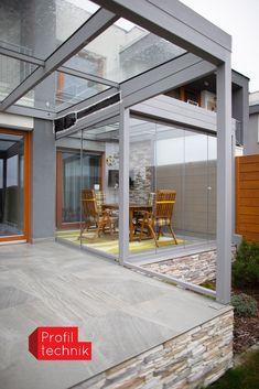 Pokud nemáte k dispozici zahradu a prší, může vás především v teplých měsících zamrzet, že trávíte čas uvnitř. Díky zastřešené terase grilovačku či setkání s rodinoou a přáteli nebudete muset odsunout na další den a oslavu s klidem uspořádat na čerstvém vzduchu. Pergola, Outdoor Structures, Outdoor Pergola