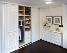 Slliding doors, but nice. Bedroom Built In Wardrobe, Bedroom Built Ins, Bedroom Closet Design, Master Bedroom Closet, Closet Designs, Bedroom Decor, Dressing Room Closet, Build A Closet, Fitted Wardrobes