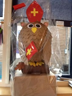 Sinterklaas surprise,  uil van papier-mâché