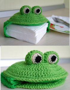 Aprenda a fazer crochê passo a passo como fazer tapete de croche, roupas, e amigurumi! Veja no link tudo sobre aprender croche! Crochet Kitchen, Crochet Home, Crochet Gifts, Diy Crochet, Crochet Baby, Crochet Stitch, Crochet Pillow, Crochet Frog, Crochet Amigurumi