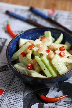 Ensalada de pepino con salsa de maní (cacahuates)