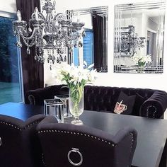 Lekkert hos @saramilshome .  Stoler fra @classicliving  #Repost @hell.interior  @saramilshome   #interiør #luxury #homedetails #details #interiors  #dekor #decor #finahem #inspiration #kitchen #interior123 #interiorstyled #norway #inspo #inspohome #onetofollow #photooftheday #interior4all #fine_hjem #the_real_houses_of_ig #picoftheday #interior2you #interior4you #livingroom #like4like #shabbychic #eleganceroom