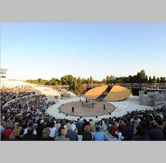 escenografía para el teatro griego de Siracusa, uno de los teatros mejor conservados de la Antigüedad.