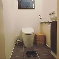 女性で、4LDKのシンプル/シンプルインテリア/バス/トイレ/トイレ/タイル/TOTOトイレ…などについてのインテリア実例を紹介。(この写真は 2016-08-29 16:46:58 に共有されました)